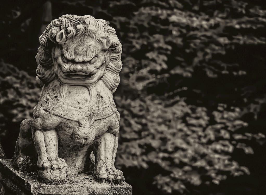 leones de fu perro gris